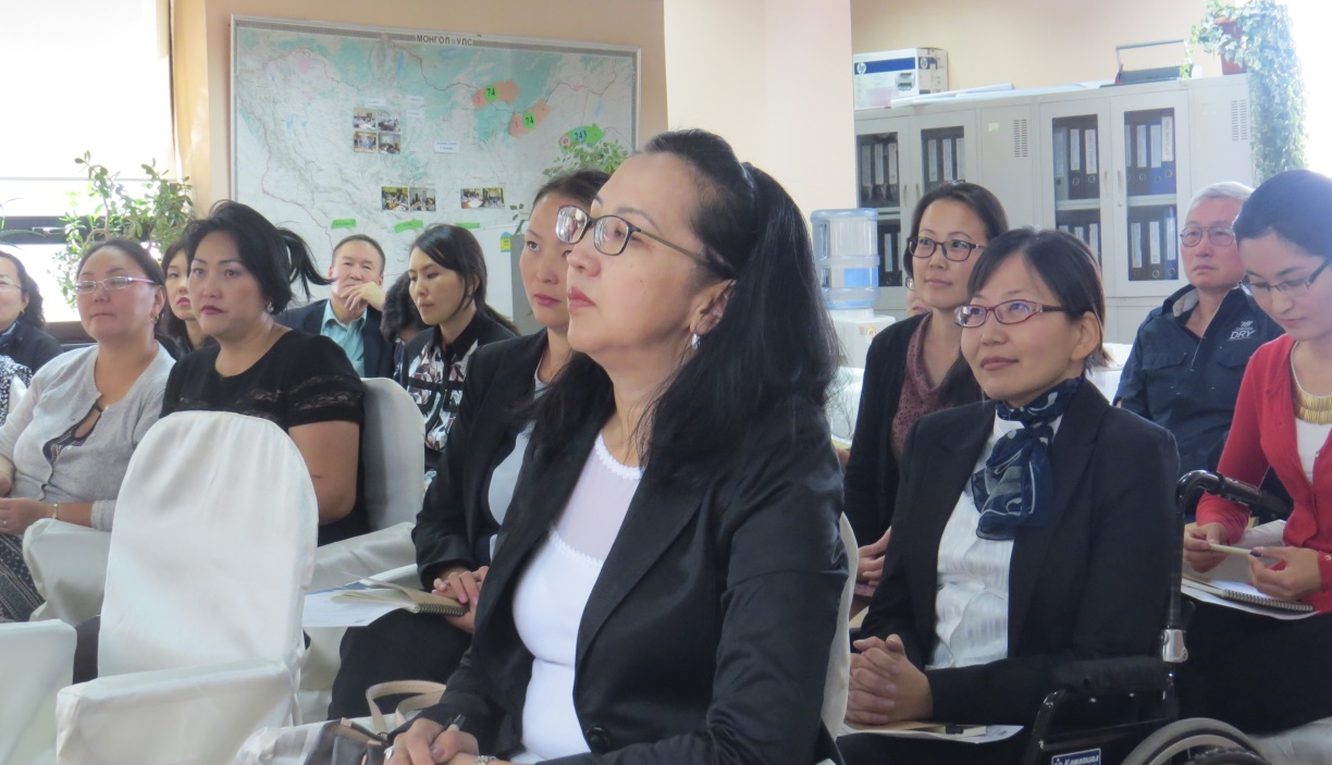 Attendees participating in the Welcome-back seminar for awardees, who completed their postgraduate courses at Australian universities in the second semester of 2015, 18 September 2015 at the Australia Awards Mongolia Office.